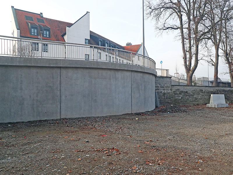 Die historische Stadtmauer wurde durch Beton ersetzt!